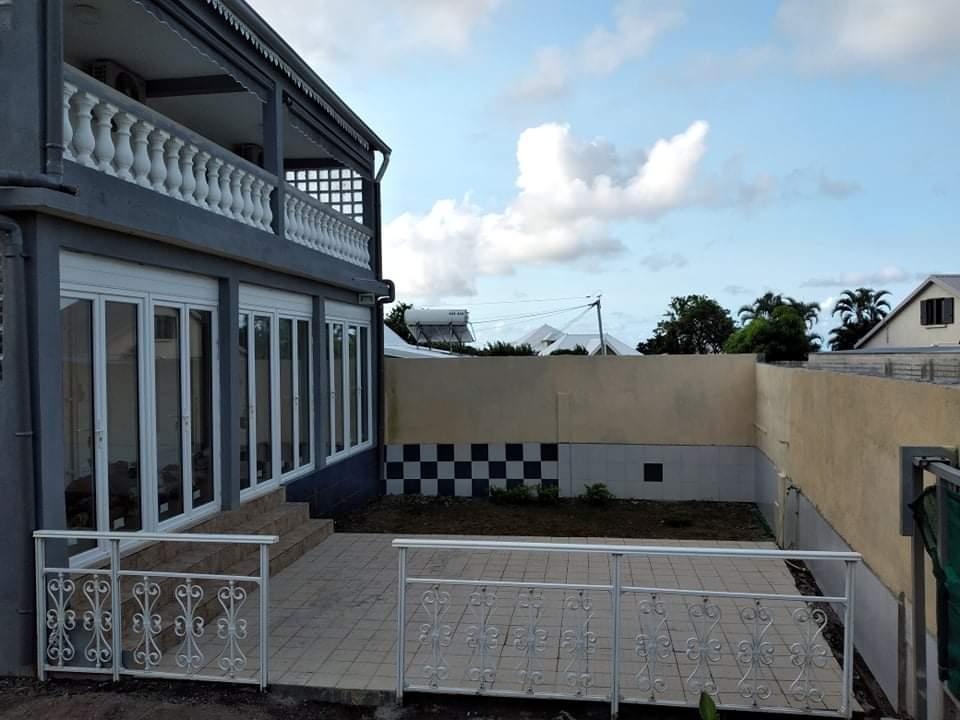 Location Maison-Villa SAINTE SUZANNE