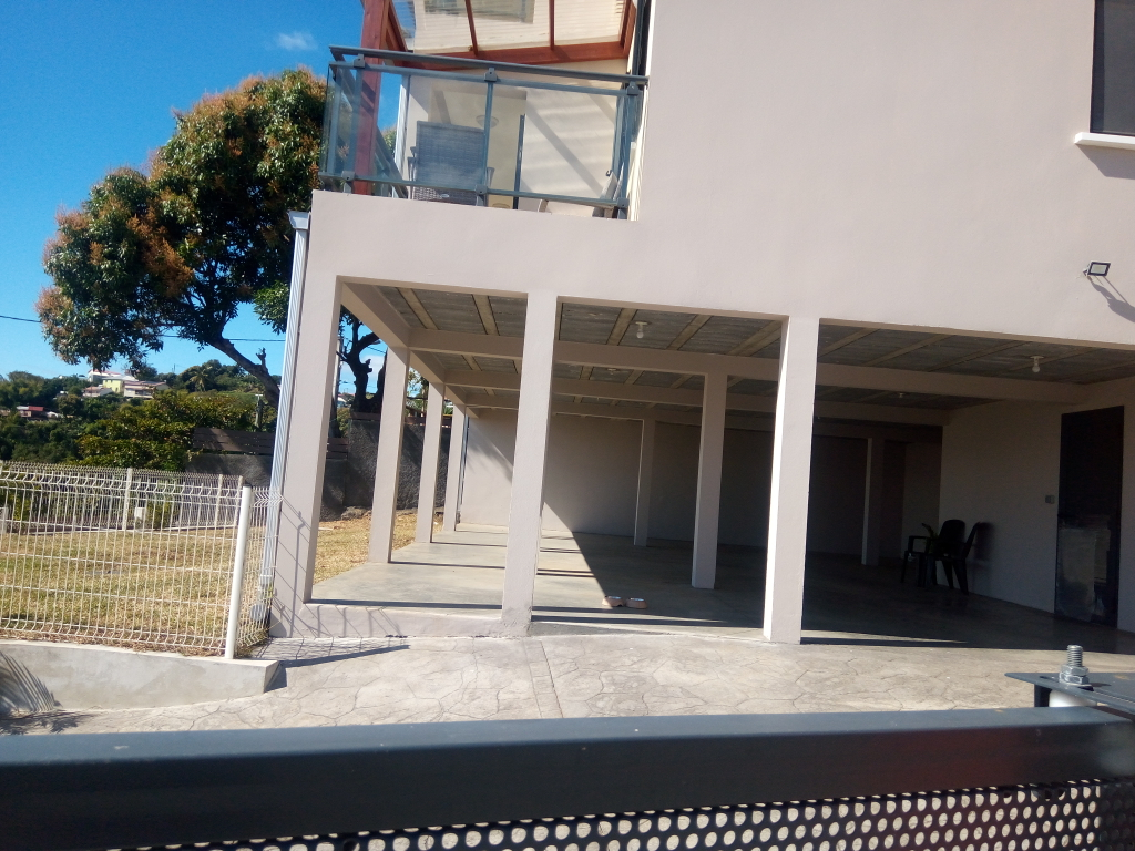 Maison-Villa - SAINTE MARIE